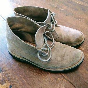 Clarks Desert Boots - Suede size 9
